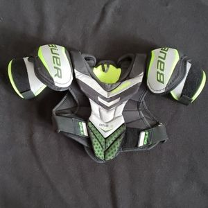 Junior Medium Bauer Supreme One.6 Shoulder Pads